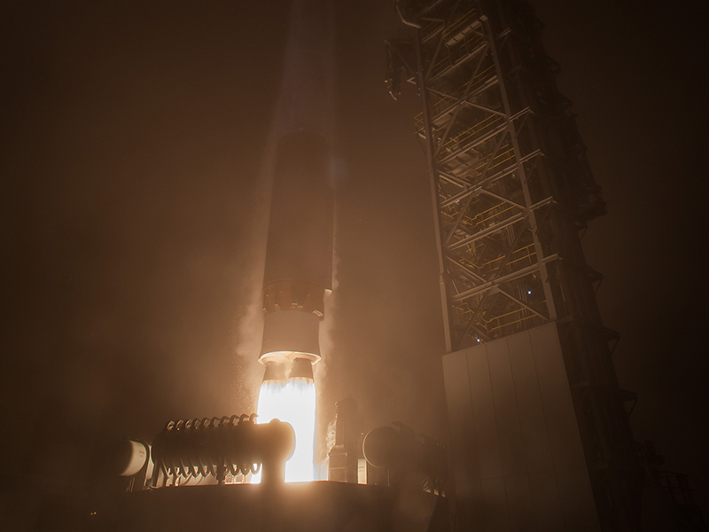 InSight lifts off