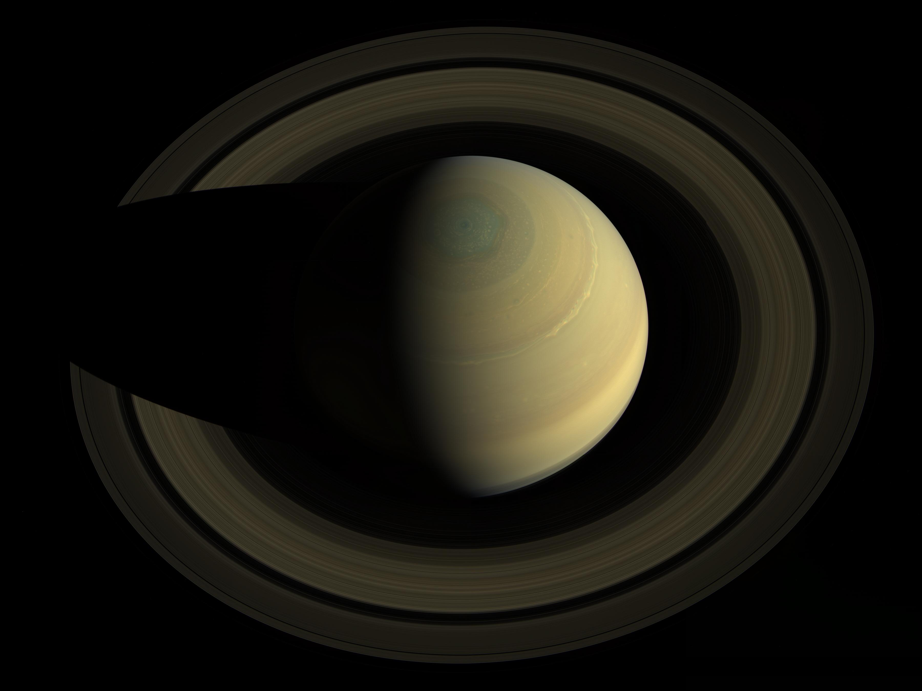 Color image of Saturn and its rings from above.