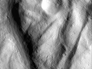 Image of the giant asteroid Vesta taken by NASA's Dawn spacecraft
