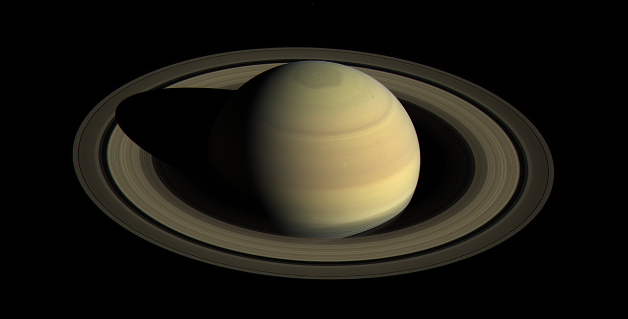 A color image of Saturn and its rings