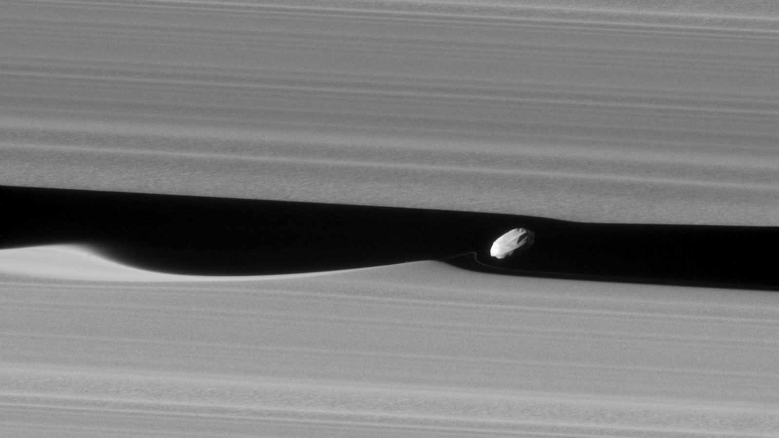 Daphnis and Saturn's rings