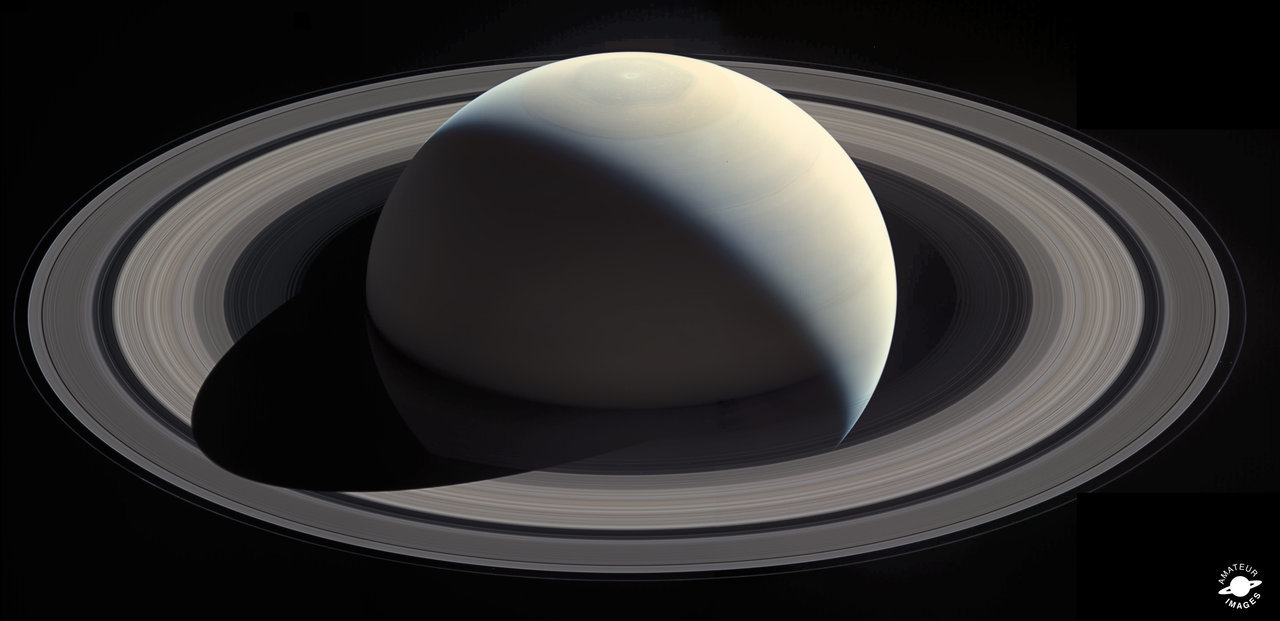 Color image of Saturn and its beautiful rings.