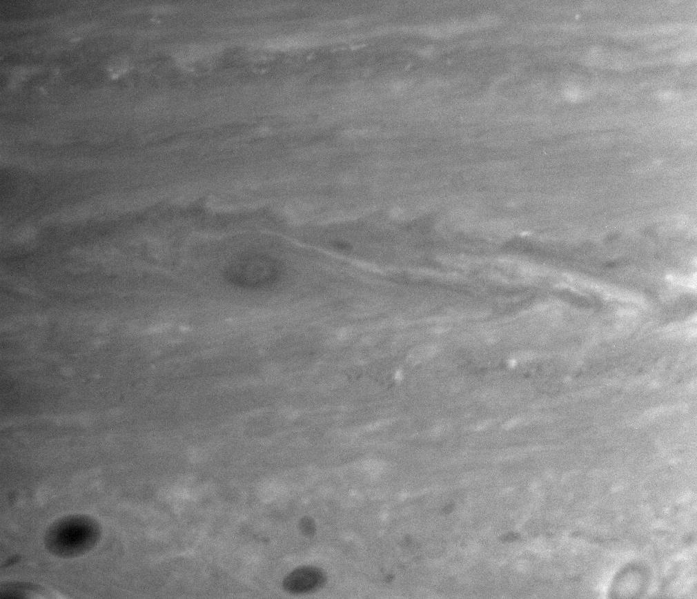 Cloud features associated with turbulent eddies on Saturn