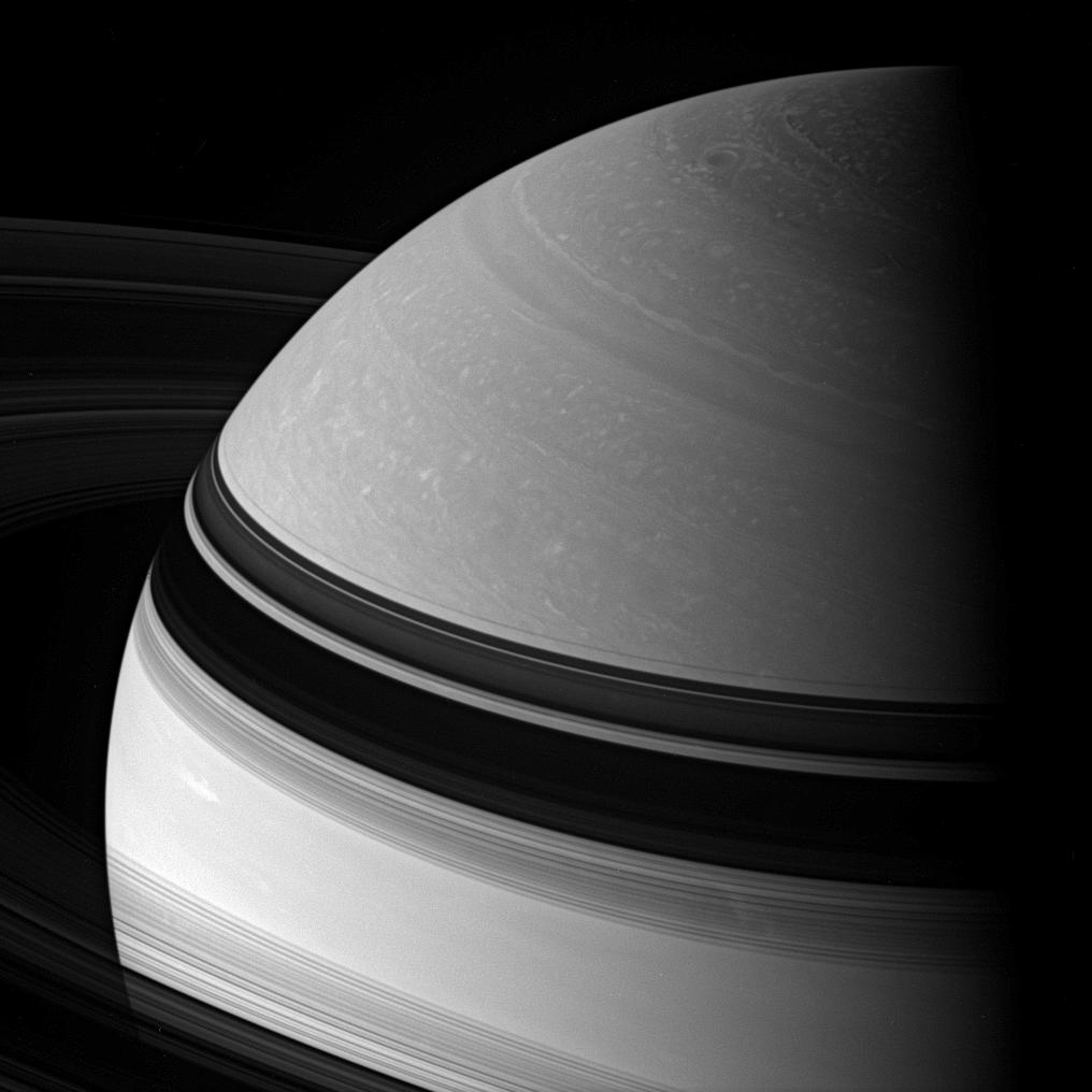 Swirling details in Saturn's northern clouds