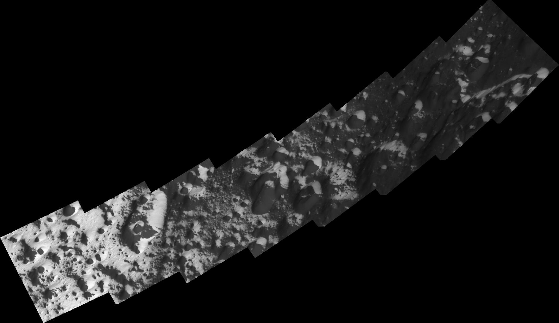 High-resolution images of the transition region from dark to bright terrain on Iapetus