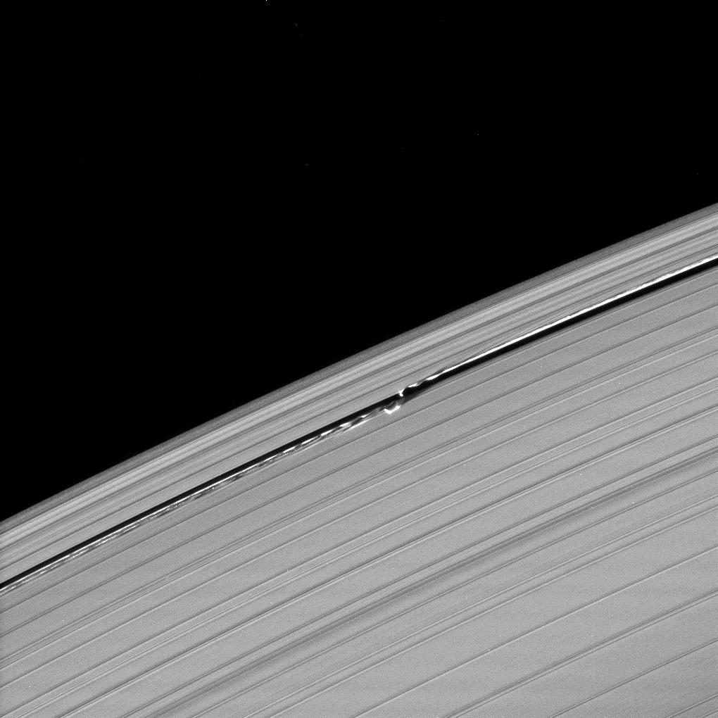 Waves in the edges of the Keeler gap in Saturn's A ring