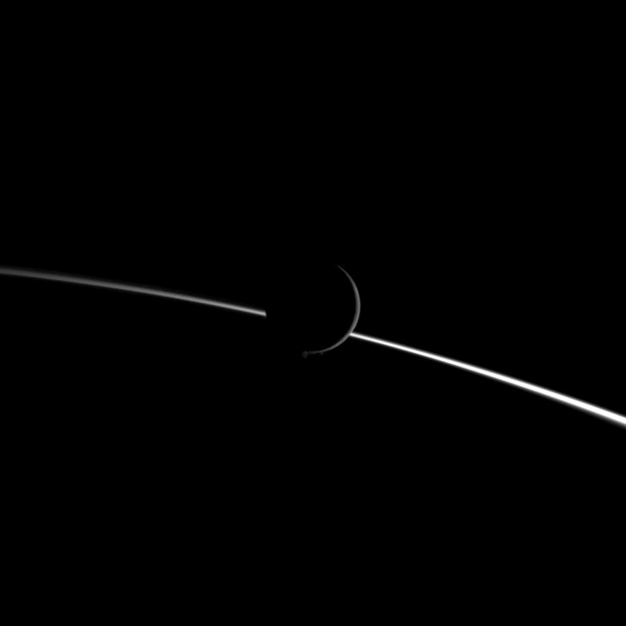 Jets of water ice particles spew from Saturn's moon Enceladus