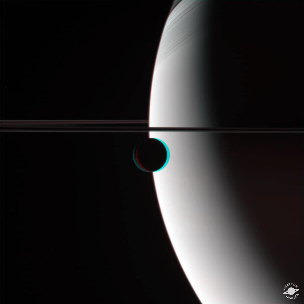An anaglyph where we can observe Rhea in the foreground, and Saturn with its rings in the background.