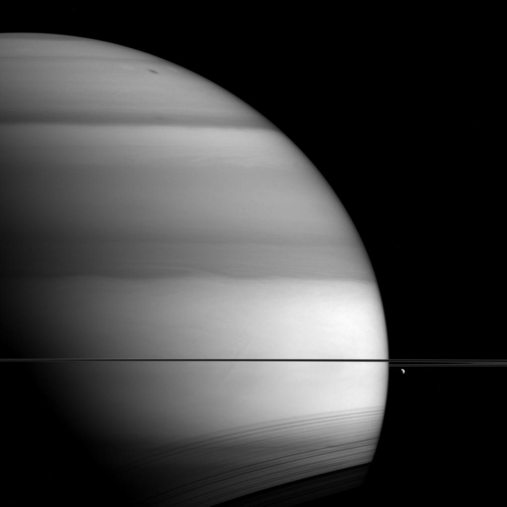 Black and white image of Saturn.