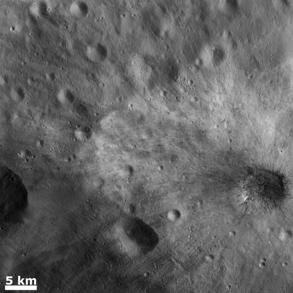 Large Blocks of Rocky Material in a Young Ray Crater