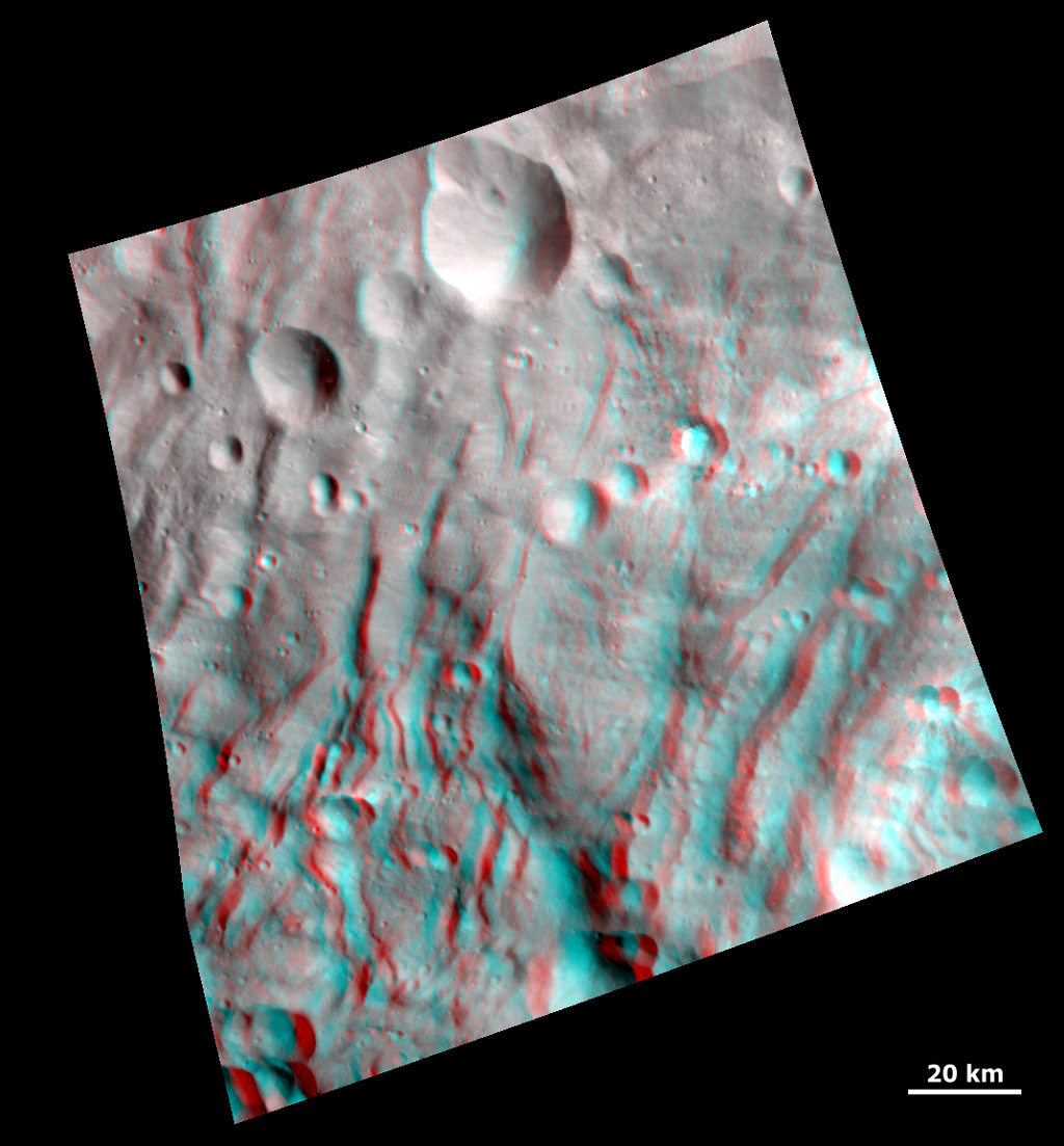 3-D Image of Grooves and Wrinkles in the South Polar Region