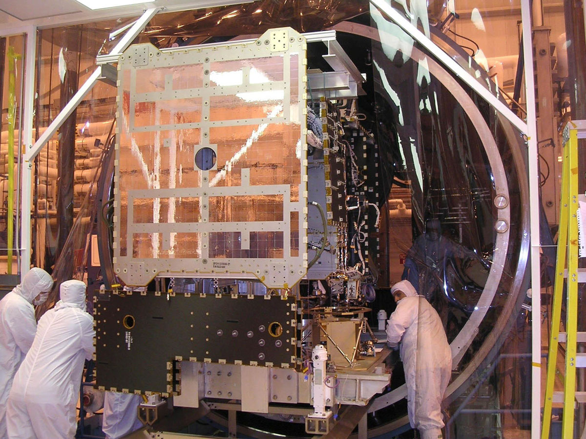 Dawn Spacecraft Moved into Thermal Vacuum Chamber