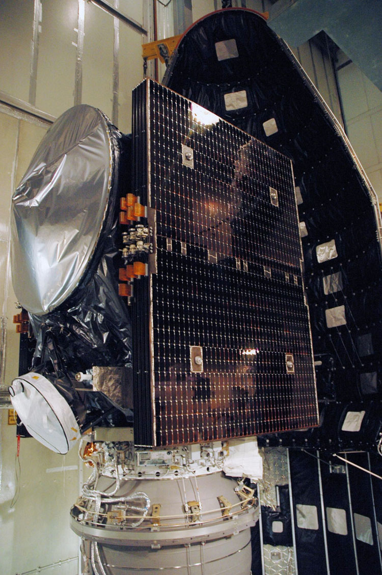Dawn Spacecraft Ready for Payload Fairing Installation