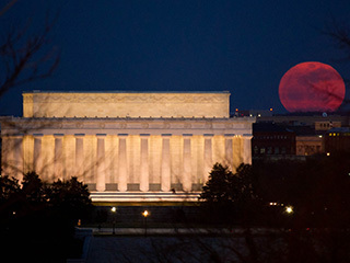 2011 Supermoon Over Lincoln Memorial